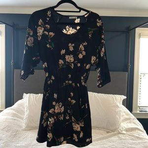 Dresses & Skirts - Floral mini dress - perfect for Spring!